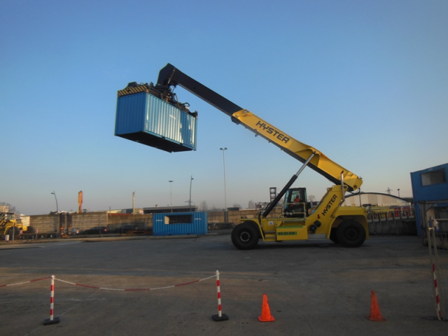 One thousand hurrah for Hyster's reach stacker all over the