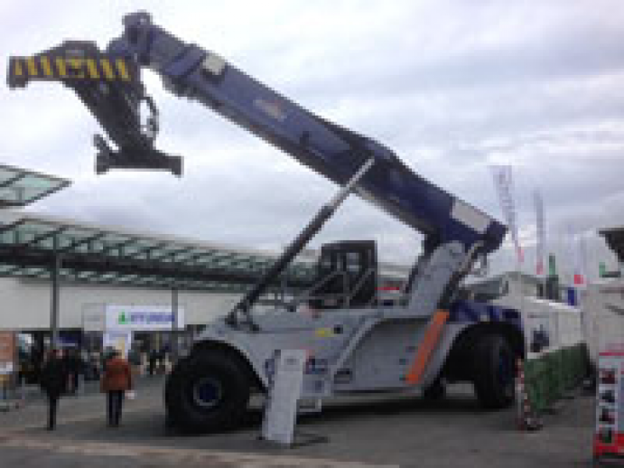 Newcomer FMTH revives reach stackers' manufacturing 'Made in Italy