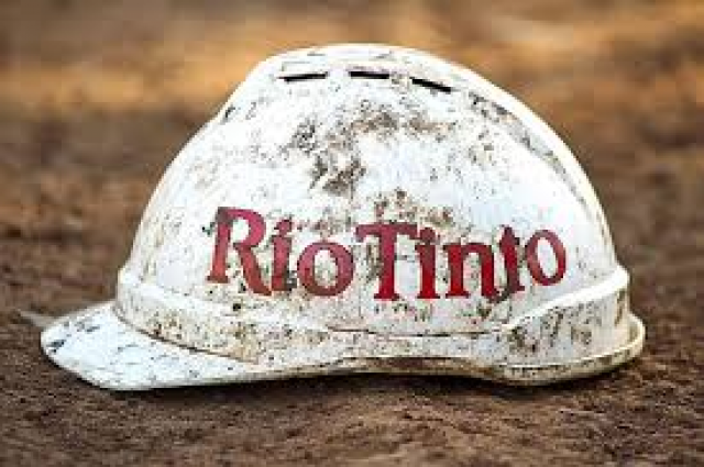 Rio Tinto and Glencore sell mines, VALE performs well